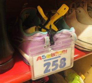 アソボーノの靴箱にはシュークリップがありますのでつけましょう!